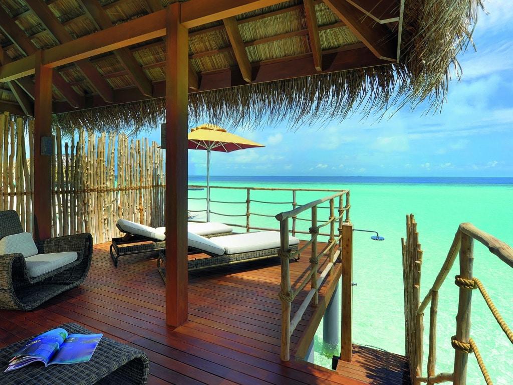 maldivy-bungalo-okean