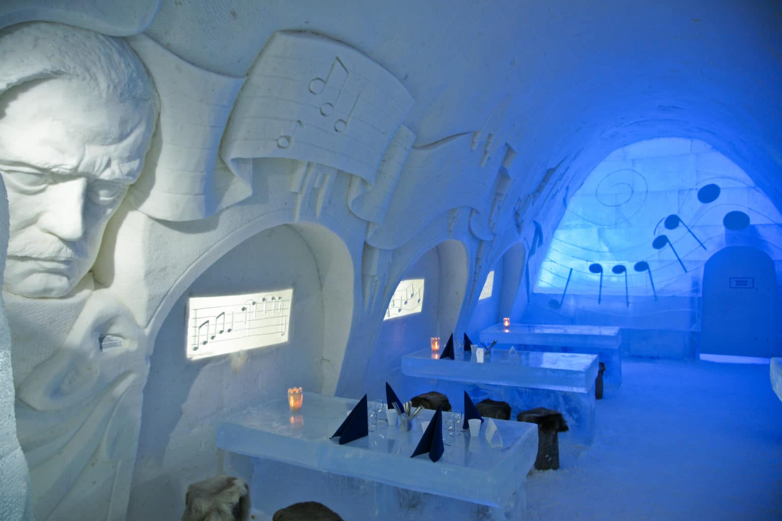 LumiLinna-Snow-Castle-a-Hotel-of-Snow-and-Ice-img17